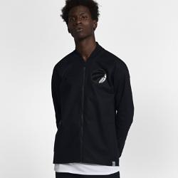 Мужская куртка НБА Toronto Raptors Nike ModernМужская куртка НБА Toronto Raptors Nike Modern — это сочетание эластичного тканого материала, классического стиля куртки-бомбера и фирменных деталей для исключительного комфорта и командного стиля. Преимущества  Эластичный тканый материал с усиленными швами для защиты от непогоды Зауженный крой для комфорта и концентрации на тренировке Карманы на молнии для надежного хранения  Информация о товаре  Состав: 98% хлопок/2% спандекс Машинная стирка Импорт<br>