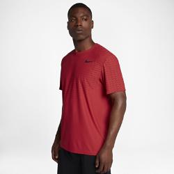 Мужская футболка для тренинга Nike Zonal CoolingМужская футболка для тренинга Nike Zonal Cooling из легкой влагоотводящей ткани с зонами усиленной вентиляции обеспечивает охлаждение и комфорт во время самых интенсивных тренировок.<br>