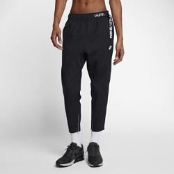 Мужские брюки из тканого материала Nike Air MaxСлегка укороченные мужские брюки из тканого материала Nike Air Max выполнены из гладкой легкой ткани в элегантном стиле.<br>