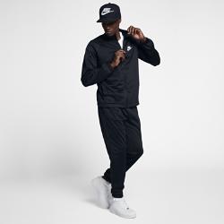 Мужской спортивный костюм Nike SportswearМужской спортивный костюм Nike Sportswear включает куртку с молнией во всю длину и брюки с эластичными отворотами для плотной и удобной посадки.<br>