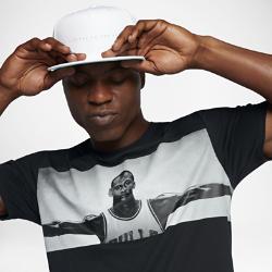 Мужская футболка Jordan Sportswear WingsМужская футболка Jordan Sportswear Wings с фирменными деталями на ткани из чистого хлопка обеспечивает длительный комфорт в культовом образе.<br>