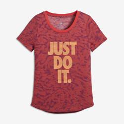 Футболка для девочек школьного возраста Nike Sportswear TigressФутболка для девочек школьного возраста Nike Sportswear Tigress из ультрамягкой смесовой ткани обеспечивает комфорт на весь день.<br>