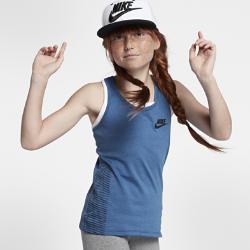 Майка для девочек школьного возраста Nike SportswearМайка для девочек школьного возраста Nike Sportswear из мягкой смесовой ткани со вставкой из сетки на спине обеспечивает охлаждение и комфорт.<br>