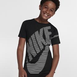 Футболка для мальчиков школьного возраста Nike Sportswear FuturaФутболка для мальчиков школьного возраста Nike Sportswear Futura из мягкой трехкомпонентной ткани обеспечивает длительный комфорт.<br>