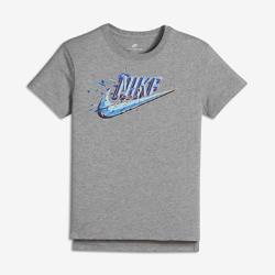Футболка для девочек школьного возраста Nike Sportswear SwooshФутболка для девочек школьного возраста Nike Sportswear Swoosh из сверхмягкого прочного хлопка обеспечивает комфорт во время игры и тренировок.<br>