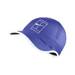 Теннисная бейсболка с застежкой NikeCourt AeroBill FeatherlightТеннисная бейсболка с застежкой NikeCourt AeroBill Featherlight из влагоотводящей ткани с перфорированными вставками обеспечивает длительный комфорт и потрясающую вентиляцию.<br>