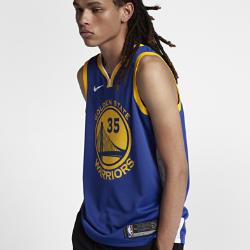 Мужское джерси Nike НБА Kevin Durant Icon Edition Swingman Jersey (Golden State Warriors) с технологией NikeConnectСозданное по образцу аутентичных джерси НБА мужское джерси Nike НБА Icon Edition Swingman (Golden State Warriors) с технологией NikeConnect обеспечивает комфорт и охлаждение при движении, позволяя тебе демонстрировать поддержку любимой команды. Войди в игру Джерси Nike НБА с технологией NikeConnect дает удобный доступ к информации об атлетах и уникальных предложениях, а также шанс стать ближе к любимой игре. Загрузи приложение NikeConnect и отсканируй этикетку на нижней кромке своего джерси с помощью смартфона. Легкость и комфорт Легкая и прочная сетка двойного переплетения для охлаждения. Отведение влаги Технология Dri-FIT отводит влагу и обеспечивает комфорт. Информация о товаре  Твиловые имя и номер игрока нанесены методом термопечати Аутентичные логотипы и цвета Состав: 100% переработанный полиэстер Машинная стирка Импорт<br>