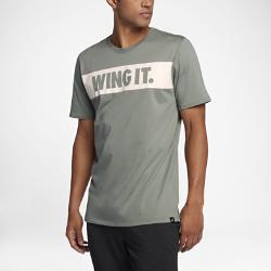 """Мужская футболка Jordan Sportswear """"Wing It""""Мужская футболка Jordan Sportswear """"Wing It"""" из чистого хлопка обеспечивает прочность и комфорт на весь день.<br>"""