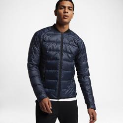 Мужская куртка Nike SportswearМужская куртка Nike Sportswear из водоотталкивающей ткани с легким пуховым наполнителем и складной конструкцией сохраняет тепло в холодную и переменчивую погоду.<br>