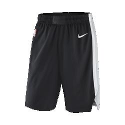 Мужские шорты НБА San Antonio Spurs Nike Icon Edition AuthenticСозданные в стиле игровой формы НБА мужские шорты НБА San Antonio Spurs Nike Icon Edition Authentic из ткани с технологией AeroSwift сочетают в себе инновационные функции и материалы, создавая точную посадку и обеспечивая свободу движений величайшим игрокам главной баскетбольной лиги мира. Легкость и вентиляция Легкая быстросохнущая ткань не прилипает к телу и обеспечивает исключительный комфорт. Пояс Flyvent из дышащей сетки повышает воздухопроницаемость и создает надежную посадку. Свобода движений Кромки с разрезами и эластичная ткань для свободы движений в любых направлениях. Информация о товаре  Состав: 100% переработанный полиэстер Машинная стирка Импорт<br>
