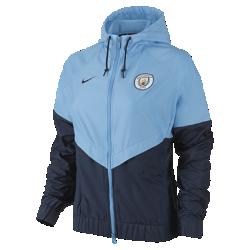 Женская куртка Manchester City FC Authentic WindrunnerЖенская куртка Manchester City FC Authentic Windrunner сохранила классические элементы оригинальной модели: вставку в виде шеврона на груди и прочную ткань, которая защищает от непогоды во время игры и на улицах города.<br>