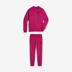Спортивный костюм для девочек школьного возраста Nike Sportswear TricotСпортивный костюм для девочек школьного возраста Nike Sportswear Tricot включает брюки и куртку с молнией во всю длину, которые можно носить вместе или раздельно. Обе моделиобеспечивают удобную плотную посадку, легкость и тепло.<br>