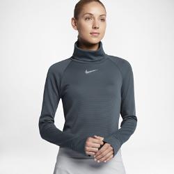 Женская футболка для гольфа с длинным рукавом Nike AeroReact WarmМФОРТА  Женская футболка для гольфа с длинным рукавом Nike AeroReact Warm идеальна для сочетания с другой одеждой во время игры и на каждый день. Ткань реагирует на изменения температуры тела, обеспечивая комфорт в течение всего дня. АДАПТИВНЫЙ КОМФОРТ  Волокна ткани Nike AeroReact раскрываются при повышении температуры для вентиляции и закрываются при ее понижении, удерживая тепло.  АБСОЛЮТНАЯ СВОБОДА ДВИЖЕНИЙ  Вставки из эластичной сетки не стесняют движений при замахе.  ДОПОЛНИТЕЛЬНАЯ ЗАЩИТА  Увеличенный воротник и удлиненная сзади нижняя кромка для дополнительной защиты.<br>