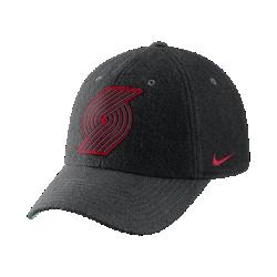Бейсболка НБА унисекс Portland Trail Blazers Nike Heritage86Бейсболка НБА унисекс Portland Trail Blazers Nike Heritage86 из фланелевой ткани с классической конструкцией из шести панелей обеспечивает тепло и оптимальный комфорт. Преимущества  Легкая фланелевая ткань для тепла Кожаный ремешок сзади с металлической пряжкой для регулируемой посадки Передние панели с подкладкой для мягкости и комфорта  Информация о товаре  Состав: основа: 51% шерсть/49% вискозное волокно Удаление пятен вручную Импорт<br>