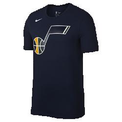 Мужская футболка НБА Utah Jazz Nike Dry LogoМужская футболка НБА Utah Jazz Nike Dry Logo из влагоотводящей ткани Dri-FIT обеспечивает комфорт во время игры и на каждый день. Преимущества  Ткань Nike Dry отводит влагу и обеспечивает комфорт Горловина из рубчатой ткани для дополнительной прочности  Информация о товаре  Печатный логотип команды с блестящими акцентами Состав: 58% хлопок/42% полиэстер Машинная стирка Импорт<br>