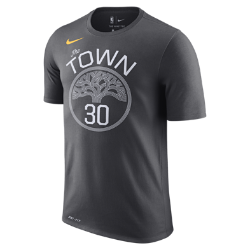 Мужская футболка НБА Stephen Curry Golden State Warriors Nike DryМужская футболка НБА Golden State Warriors Nike Dry из влагоотводящей ткани Dri-FIT обеспечивает комфорт во время игры и на каждый день. Преимущества  Ткань Nike Dry отводит влагу и обеспечивает комфорт Горловина из рубчатой ткани для дополнительной прочности  Информация о товаре  Состав: 58% хлопок/42% полиэстер Машинная стирка Импорт<br>