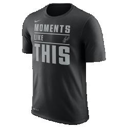 Мужская футболка НБА San Antonio Spurs Nike DryМужская футболка НБА San Antonio Spurs Nike Dry из влагоотводящей ткани Dri-FIT обеспечивает комфорт, когда ты играешь или болеешь за любимую команду. Преимущества  Ткань Nike Dry отводит влагу и обеспечивает комфорт Горловина из рубчатой ткани для дополнительной прочности  Информация о товаре  Состав: 65% хлопок/35% полиэстер Машинная стирка Импорт<br>