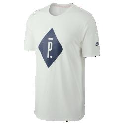 Мужская футболка с графикой NikeLab x PigalleМужская футболка с графикой NikeLab x Pigalle — стильная летняя модель на каждый день, отражающая дух уличного баскетбола.<br>