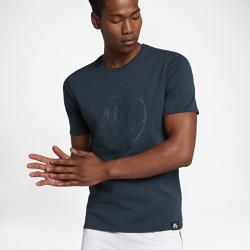 Мужская футболка Nike SportswearМужская футболка Nike Sportswear из плотного тяжелого хлопка обеспечивает непревзойденный комфорт.<br>