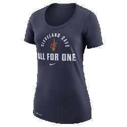 Женская футболка НБА Cleveland Cavaliers Nike DryЖенская футболка НБА Cleveland Cavaliers Nike Dry свободного кроя с удобной горловиной обеспечивает комфорт на каждый день и демонстрирует твою поддержку команды. Преимущества  Ткань Nike Dry отводит влагу и обеспечивает комфорт Свободный крой для полного комфорта и свободы движений  Информация о товаре  Состав: 65% хлопок/35% полиэстер Машинная стирка Импорт<br>