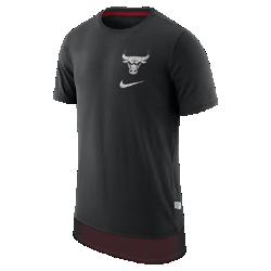 Мужская футболка НБА Chicago Bulls NikeМужская футболка НБА Chicago Bulls Nike из мягкого хлопка с двухслойной нижней кромкой и удобной посадкой обеспечивает комфорт во время игры и на каждый день. Информация о товаре  Удлиненная нижняя кромка яркого цвета видна под вставкой из сетки Светоотражающая графика на груди слева Состав: 100% хлопок Машинная стирка Импорт<br>