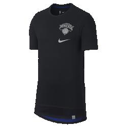 Мужская футболка НБА New York Knicks NikeМужская футболка НБА New York Knicks Nike из мягкого хлопка с двухслойной нижней кромкой и удобной посадкой обеспечивает комфорт на трибуне или на площадке. Информация о товаре  Удлиненная нижняя кромка яркого цвета видна под вставкой из сетки Светоотражающая графика на груди слева Состав: 100% хлопок Машинная стирка Импорт<br>