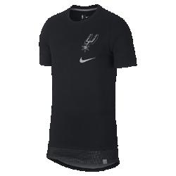 Мужская футболка НБА San Antonio Spurs NikeМужская футболкаНБАSan Antonio Spurs Nike из мягкого хлопка с двухслойной нижней кромкой и удобной посадкой обеспечивает комфорт на трибуне или на площадке. Информация о товаре  Удлиненная нижняя кромка яркого цвета видна под вставкой из сетки Светоотражающая графика на груди слева Состав: 100% хлопок Машинная стирка Импорт<br>