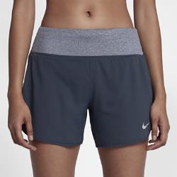 Женские беговые шорты с подкладкой Nike Rival 12,5 смЖенские беговые шорты с подкладкой Nike Rival 12,5 см из эластичной ткани с широким поясом обеспечивают свободу движений и комфорт, помогая сосредоточиться на беге.  Свобода движений  Ткань Nike Flex тянется во всех направлениях, обеспечивая полную свободу движений. Пояс со шнурком для надежной фиксации во время движения.  Надежное хранение  Задний карман на молнии с особым барьером защищает содержимое от влаги.  Отведение влаги  Технология Dri-FIT обеспечивает прохладу и комфорт, выводя влагу на поверхность ткани, где она быстро испаряется.<br>