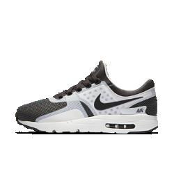Мужские кроссовки Nike Air Max Zero EssentialКонструкция Air Max 1 мужских кроссовок Nike Air Max Zero Essential, разработанная еще в 1985 году, но увидевшая свет только в 2015, сочетает в себе обтекаемый верх и легкий амортизирующий пеноматериал, обеспечивающий современный уровень комфорта.<br>