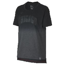 Женская футболка НБА Chicago Bulls Nike DryЖенская футболка НБА Chicago Bulls Nike Dry из мягкой влагоотводящей ткани с яркой графикой и светоотражающими деталями в стиле команды обеспечивает комфорт на весь день. Преимущества  Ткань Nike Dry отводит влагу и обеспечивает комфорт Удлиненная сзади нижняя кромка для дополнительной защиты  Информация о товаре  Светоотражающая этикетка с символикой команды на нижней кромке Состав: 75% полиэстер/13% хлопок/12% вискозное волокно Машинная стирка Импорт<br>