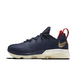 Мужские баскетбольные кроссовки LeBron XIV LowМужские баскетбольные кроссовки LeBron XIV Low с низкопрофильным мягким бортиком для максимальной гибкости в области голеностопа — легкая и удобная модель для игры на высокой скорости.  Гибкость и поддержка  Технология Flywire — ультралегкие, сверхпрочные нити, интегрированные со шнурками, — обеспечивает гибкость, поддержку, фиксацию и комфорт.  Оптимальная амортизация  Шестиугольные элементы Nike Zoom Air создают сверхупругую амортизацию, смягчая жесткие приземления и помогая мгновенно обходить соперников.  Легкость и комфорт  Три легких слоя — эластичный внутренний слой, перфорированный пеноматериал и тонкая сетка — обеспечивают функциональную воздухопроницаемость, гибкость и поддержку.<br>