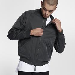 Мужская куртка Jordan Sportswear Wings MA-1Мужская куртка Jordan Sportswear Wings MA-1 с синтетическим наполнителем, отделкой из рубчатой ткани и классическим силуэтом обеспечивает оптимальный уровень тепла и комфорта.<br>