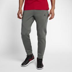 Мужские флисовые брюки Jordan Sportswear Flight TechМужские брюки Jordan Sportswear Flight Tech, стильный дизайн которых был вдохновлен курткой Air Jordan Muscle 1985 года, обеспечивают тепло и комфорт благодаря мягкому эластичному флисуи невидимым швам.  Легкость и тепло  Ткань Flight Tech Fleece сочетает в себе гладкий трикотаж джерси и мягкий хлопок. Это легкая и теплая ткань, которая не ограничивает движений.  Продуманный крой  Прилегающий крой не создает лишнего объема и позволяет двигаться свободно и комфортно.<br>