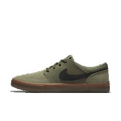 Мужская обувь для скейтбординга Nike SB Solarsoft Portmore IIМужская обувь для скейтбординга Nike SB Solarsoft Portmore II с мягкой амортизацией и прочной подметкой обеспечивает уверенное сцепление с доской, позволяя полностью сосредоточиться на катании.  Мягкая амортизация  Прорезная стелька из пеноматериала Solarsoft двойной плотности обеспечивает мягкость и поддержку. Утолщенная область пятки смягчает жесткие приземления, а более тонкая область носка обеспечивает свободу движений и улучшенный контроль доски.  Прочность и фиксация  Боковая часть из синтетической кожи не дает обуви растягиваться, обеспечивая прочность, стабилизацию и фиксацию во время движения.  Превосходное сцепление  Резиновая подметка с зигзагообразным рисунком для превосходного сцепления. Крупная вставка в области пальцев усиливает сцепление и повышает прочность.<br>