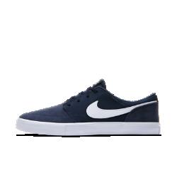 Мужская обувь для скейтбординга Nike SB Solarsoft Portmore IIМужская обувь для скейтбординга Nike SB Solarsoft Portmore II с мягкой амортизацией и прочной подметкой обеспечивает уверенное сцепление с доской, позволяя полностью сосредоточиться на катании.  Мягкая амортизация  Прорезная стелька из пеноматериала Solarsoft двойной плотности обеспечивает мягкость и поддержку. Утолщенная область пятки смягчает жесткие приземления, а более тонкая область носка обеспечивает свободу движений и улучшенный контроль доски.  Прочность и фиксация  Боковая часть из синтетической кожи не дает обуви растягиваться, обеспечивая прочность, стабилизацию и фиксацию во время движения.  Превосходное сцепление  Резиновая подметка с зигзагообразным рисунком создает превосходное сцепление. Крупная вставка в области пальцев усиливает сцепление и повышает прочность.<br>