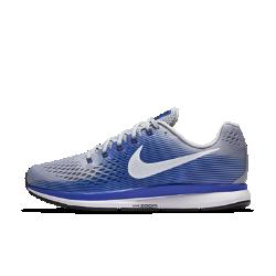 Мужские беговые кроссовки Nike Air Zoom Pegasus 34 (на широкую ногу)Мужские беговые кроссовки Nike Air Zoom Pegasus 34 (на широкую ногу) с обновленным верхом из более легкого и дышащего материала Flymesh подойдут как для начинающих, так и для опытных бегунов. Проверенные временем амортизация и поддержка давно полюбились бегунам.  Воздухопроницаемость и комфорт  Цельный верх из легкого и дышащего материала Flymesh позволяет избежать перегрева. Эта версия материала Flymesh более легкая, но обеспечивает по-прежнему отличную поддержку по всей стопе.  Надежная посадка  Невероятно прочные нити Flywire, интегрированные в систему шнуровки, обхватывают стопу для поддержки, плотной посадки и надежной фиксации. Жесткий задник создает дополнительную стабилизацию.  Мгновенная амортизация  Амортизирующий пеноматериал со вставками Zoom Air в области пятки и передней части стопы придает импульс каждому шагу.<br>