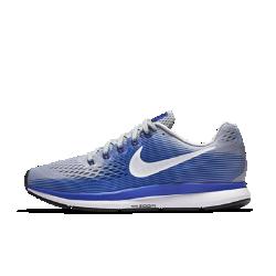 Мужские беговые кроссовки Nike Air Zoom Pegasus 34 (на узкую ногу)Мужские беговые кроссовки Nike Air Zoom Pegasus 34 (на узкую ногу) с обновленным верхом из более легкого и дышащего материала Flymesh подойдут как для начинающих, так и для опытных бегунов. Проверенные временем амортизация и поддержка давно полюбились бегунам.  Воздухопроницаемость и комфорт  Цельный верх из легкого и дышащего материала Flymesh позволяет избежать перегрева. Эта версия материала Flymesh более легкая, но обеспечивает по-прежнему отличную поддержку по всей стопе.  Надежная посадка  Невероятно прочные нити Flywire, интегрированные в систему шнуровки, обхватывают стопу для поддержки, плотной посадки и надежной фиксации. Жесткий задник создает дополнительную стабилизацию.  Мгновенная амортизация  Амортизирующий пеноматериал со вставками Zoom Air в области пятки и передней части стопы придает импульс каждому шагу.<br>