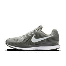 Женские беговые кроссовки Nike Air Zoom Pegasus 34Женские беговые кроссовки Nike Air Zoom Pegasus 34 с обновленным верхом из более легкого и дышащего материала Flymesh подойдут как для начинающих, так и для опытных бегунов. Проверенные временем амортизация и поддержка давно полюбились бегунам.  Воздухопроницаемость и комфорт  Цельный верх из легкого и дышащего материала Flymesh позволяет избежать перегрева. Эта версия материала Flymesh более легкая, но обеспечивает по-прежнему отличную поддержку по всей стопе.  Надежная посадка  Невероятно прочные нити Flywire, интегрированные в систему шнуровки, обхватывают стопу для поддержки, плотной посадки и надежной фиксации. Жесткий задник создает дополнительную стабилизацию.  Мгновенная амортизация  Амортизирующий пеноматериал со вставками Zoom Air в области пятки и передней части стопы придает импульс каждому шагу.<br>