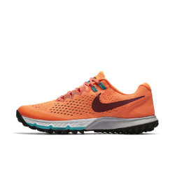 Мужские беговые кроссовки Nike Air Zoom Terra Kiger 4Мужские беговые кроссовки Nike Air Zoom Terra Kiger 4 созданы для бега по пересеченной местности: верх из материала Flymesh обеспечивает поддержку и вентиляцию, а рельефная подметка создает сцепление с разными типами поверхности.<br>