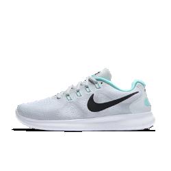 Женские беговые кроссовки Nike Free RN 2017Созданные для бега на короткие дистанции женские беговые кроссовки Nike Free RN 2017 — самая комфортная модель в линейке Free. Инновационная подошва не ограничивает естественные движения стопы. Благодаря особой конструкции кроссовки можно сложить в сумку, а минималистичный дизайн отлично сочетается с повседневной одеждой, так что ты можешь совершить пробежку, когда захочешь.  Воздухопроницаемость  Мягкий и легкий материал с более открытым плетением в верхней части стопы усиливает вентиляцию. Он более тонкий и лучше прилегает к стопе по сравнению с предыдущими версиями. Но он по-прежнему обеспечивает защиту и надежную посадку для любой ситуации в любое время года.  Свобода движений  Подошва Nike Free обеспечивает комфорт минималистичной беговой обуви. Она повторяет естественные движения стопы, расширяясь при каждом приземлении и принимая исходную форму при отталкивании.  Невероятная легкость и поддержка  Прочные, но очень легкие нити Flywire усиливают поддержку благодаря интеграции со шнурками. Отсутствие части нитей в верхней части шнуровки способствует более плавным движениям стопы и позволяет ни на что не отвлекаться.<br>
