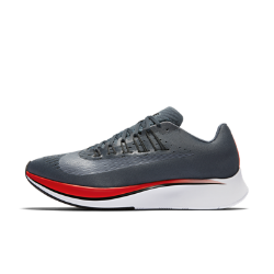 Мужские беговые кроссовки Nike Zoom FlyМужские беговые кроссовки Nike Zoom Fly созданы для темповых пробежек, бега на длинные дистанции и соревнований. Амортизирующая конструкция преобразует давление при каждом шаге, обеспечивая возврат энергии.<br>