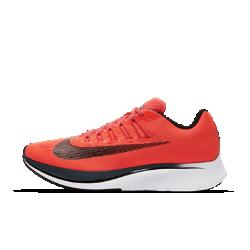 Мужские беговые кроссовки Nike Zoom FlyМужские беговые кроссовки Nike Zoom Fly созданы для темповых пробежек, бега на длинные дистанции и соревнований. Амортизирующая конструкция преобразует давление при каждом шаге, обеспечивая возврат энергии.  Мощная амортизация  Супинатор из углеродистого нейлона во всю длину подошвы создает дополнительный толчок при каждом шаге, помогая двигаться к цели.  Амортизация и комфорт при беге  Комфортная система амортизации Lunarlon сочетает мягкий и твердый пеноматериалы для стабилизации, амортизации и поглощения ударных нагрузок.  Легкость и поддержка  Почти бесшовный цельный верх из материала Flymesh повышает циркуляцию воздуха для охлаждения при максимальных нагрузках. Чем сильнее затянуты шнурки, тем плотнее облегают стопу ультралегкие нити Flywire, обеспечивая надежную динамичную посадку.<br>