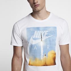 Мужская футболка Nike SportswearМужская футболка Nike Sportswear из мягкого хлопка обеспечивает прочность и комфорт на весь день.<br>
