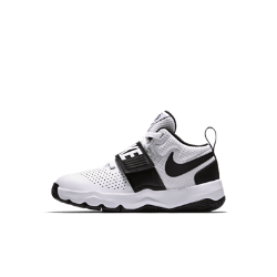 Баскетбольные кроссовки для дошкольников Nike Team Hustle D 8Баскетбольные кроссовки для дошкольников Nike Team Hustle D 8 с перфорированными вставками и глубокими эластичными желобками обеспечивают охлаждение и естественную свободу движений во время игры.<br>