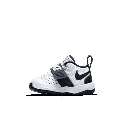 Кроссовки для малышей Nike Team Hustle D 8Кроссовки для малышей Nike Team Hustle D 8 с прочным верхом из перфорированной кожи и сетки обеспечивают вентиляцию и поддержку для растущей стопы.<br>