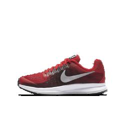 Беговые кроссовки для школьников Nike Zoom Pegasus 34Беговые кроссовки для школьников Nike Zoom Pegasus 34 обеспечивают упругую амортизацию, комфорт и надежную фиксацию стопы, помогая развивать потрясающую скорость во времяежедневных пробежек и важных соревнований.  Мгновенная амортизация  Вставка Nike Zoom Air в области пятки обеспечивает пружинящую амортизацию, позволяя пересекать финишную черту на максимальной скорости.  Надежная посадка  Легкая дышащая сетка и нити Flywire обеспечивают плотную посадку, повторяя естественные движения стопы.  Комфорт при беге  Уникальный канал на подошве делает движения более плавными и комфортными на треке, пересеченной местности и на улице.<br>