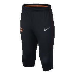 Футбольные брюки для школьников Nike Squad CR7Футбольные брюки для школьников Nike Squad CR7 из эластичной влагоотводящей ткани с зауженным кроем созданы для резких рывков на поле.  Отведение влаги  Технология Dri-FIT обеспечивает прохладу и комфорт, выводя влагу на поверхность ткани, откуда она быстро испаряется.  Свобода движений  Эластичная ткань и зауженный крой не сковывают движений в области коленей, позволяя двигаться на высокой скорости с комфортом.  Уникальный дизайн  Покрытые сеткой боковые полосы создают легкий переливающийся эффект во время движения.<br>