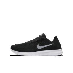 Беговые кроссовки для школьников Nike Free RN Flyknit 2017Беговые кроссовки для школьников Nike Free RN Flyknit 2017 объединяют в себе ультралегкий материал Nike Flyknit для плотной посадки с подошвой Nike Free для невероятной гибкости.  Плотная посадка  Материал Nike Flyknit плотно облегает стопу и обеспечивает легкость, вентиляцию и поддержку на каждой пробежке.  Свобода движений  Мягкая и гибкая подошва Nike Free расширяется и сжимается во всех направлениях для естественной свободы движений стопы при каждом шаге.  Надежная посадка  Нити Flywire объединены со шнурками для надежной фиксации во время длительных пробежек и скоростных забегов.  Подробнее  Уникальный канал на подошве делает движения стопы плавными и обеспечивает комфорт Подошва с резиновыми вставками в области пятки и носка для прочности и сцепления Структурированная конструкция пятки надежно фиксирует стопу  Истоки Nike Free  Узнав, что спортсмены Стэнфордского университета тренируются босиком на поле для гольфа, три самых изобретательных и креативных сотрудника Nike взялись за разработку кроссовок, которые бы не ощущались на ноге и сидели, словно вторая кожа. В течение восьми лет специалисты изучали биомеханику стопы во время бега. В результате имудалось рассчитать естественный угол приземления стопы, давление и положение носка, что позволило дизайнерам Nike создать уникальные и гибкие беговые кроссовки профессионального класса.<br>