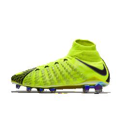 Футбольные бутсы для игры на твердом грунте Nike Hypervenom Phantom 3 DFФутбольные бутсы для игры на твердом грунте Nike Hypervenom Phantom 3 DF SE, созданные для атакующих игроков, позволяют быстро менять направление движения на полях с короткой травой и обеспечивают более высокую скорость удара.<br>