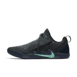 Баскетбольные кроссовки Kobe A.D. NXTБаскетбольные кроссовки Kobe A.D. NXT — это легкая конструкция с низким профилем и регулируемой системой шнуровки с фиксаторами для надежной посадки и комфорта при движении на самой высокой скорости.  Фиксация и поддержка  Легкий материал Flyknit плотно облегает стопу, создавая надежную поддержку. Затягивающийся фиксатор вместо шнурков для оптимальной посадки.  Мгновенная амортизация  Амортизация Nike Zoom Air в области пятки смягчает приземления и обеспечивает легкость и адаптивность для взрывной скорости с первого шага. Мягкий пеноматериал Lunarlon относка до пятки создает дополнительный слой мгновенной амортизации.  Превосходное сцепление  Резиновая подошва с микротекстурным рисунком протектора создает сцепление при резкой смене направления движения.<br>